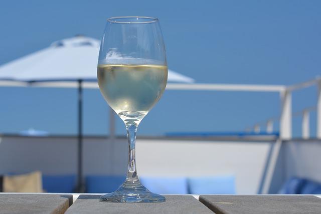 55e9d4454d56b108f5d08460962d317f153fc3e45657744075267ad493 640 - Interested In Knowing More About Wine? Look Below!