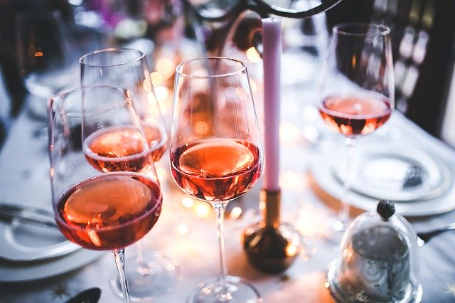 51e9d4424951b108f5d08460962d317f153fc3e45656794f732e7ad095 640 - Choosing A Wine To Compliment Your Meal